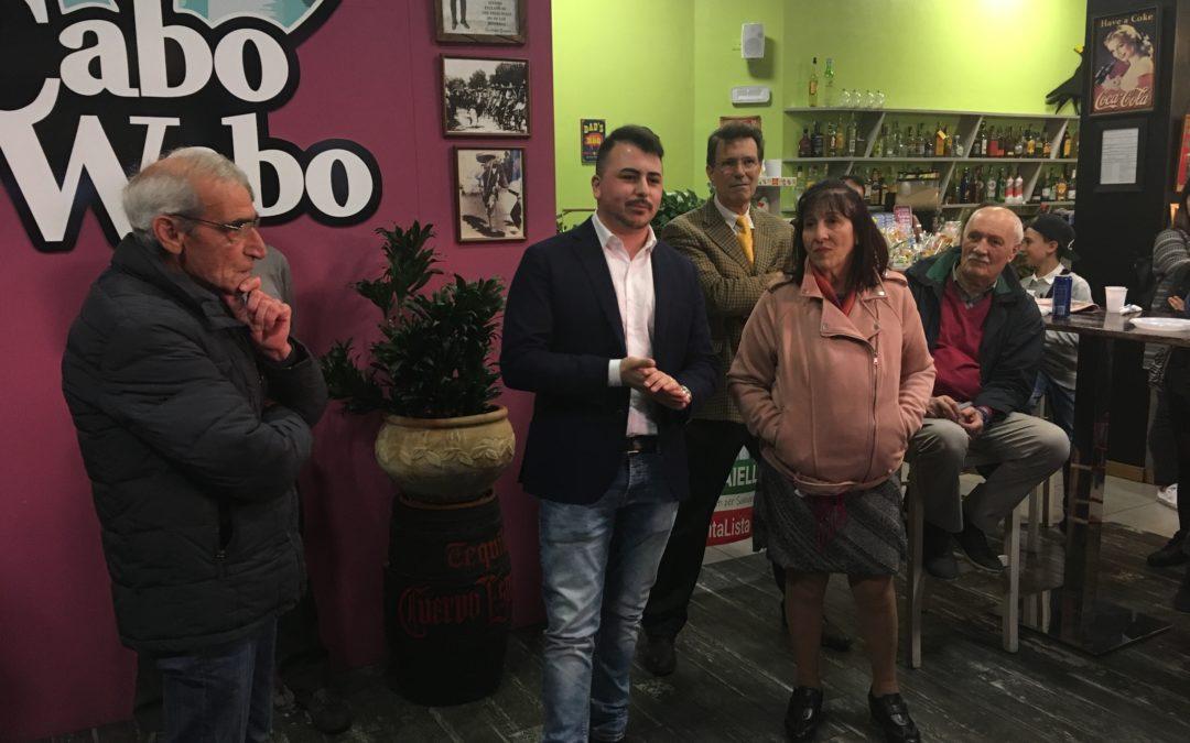 """Domenico Aiello presenta il gruppo, Angela Greco capolista di """"Alternativa per Samarate"""""""