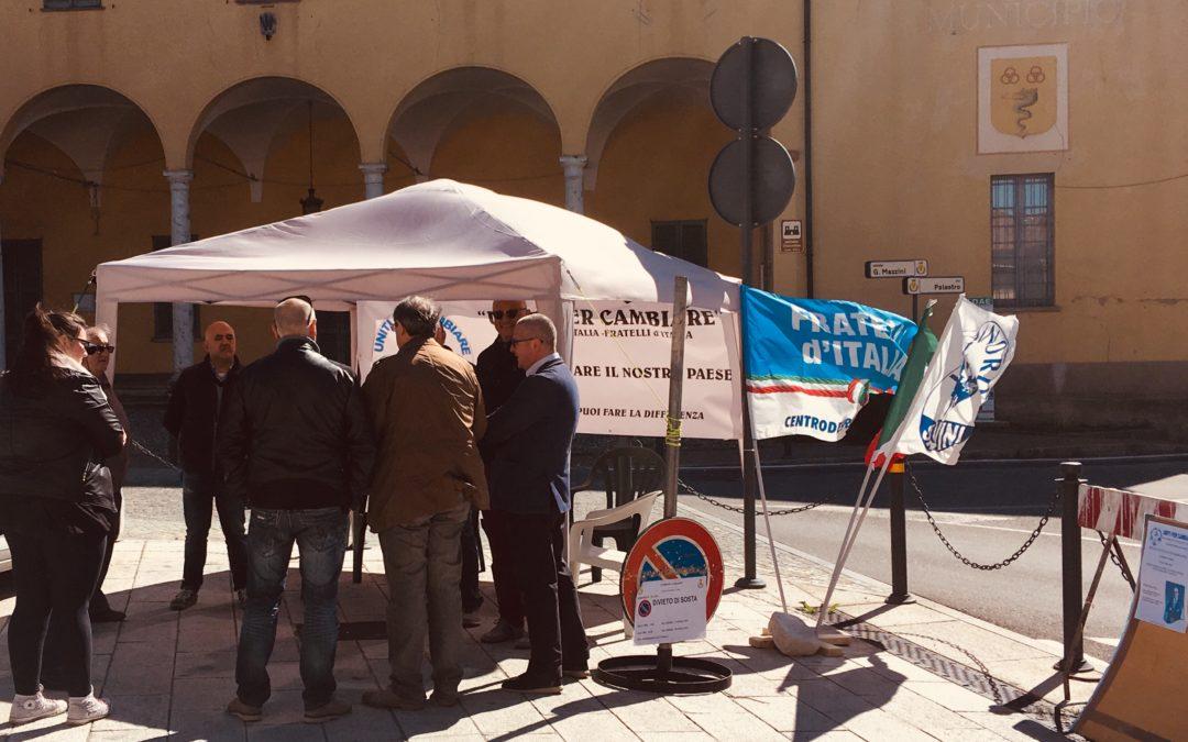 """""""Uniti per cambiare"""" in piazza Mazzini con il gazebo"""