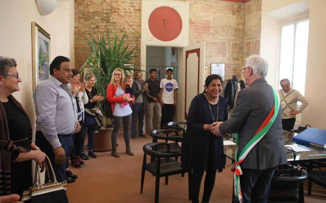 La mamma di Mohit Kabotra diventa italiana, festa per Fagnano Bene Comune