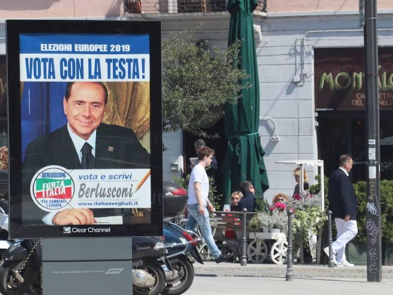 Berlusconi e Comi guidano la lista di Forza Italia alle europee