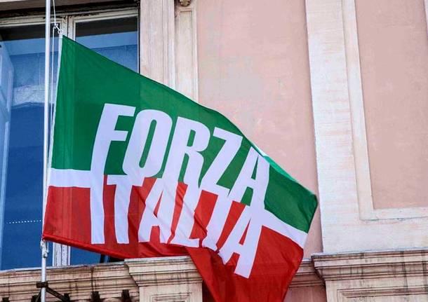 Piovono accuse (politiche) su Forza Italia. Ed emerge lo scontro con la Lega