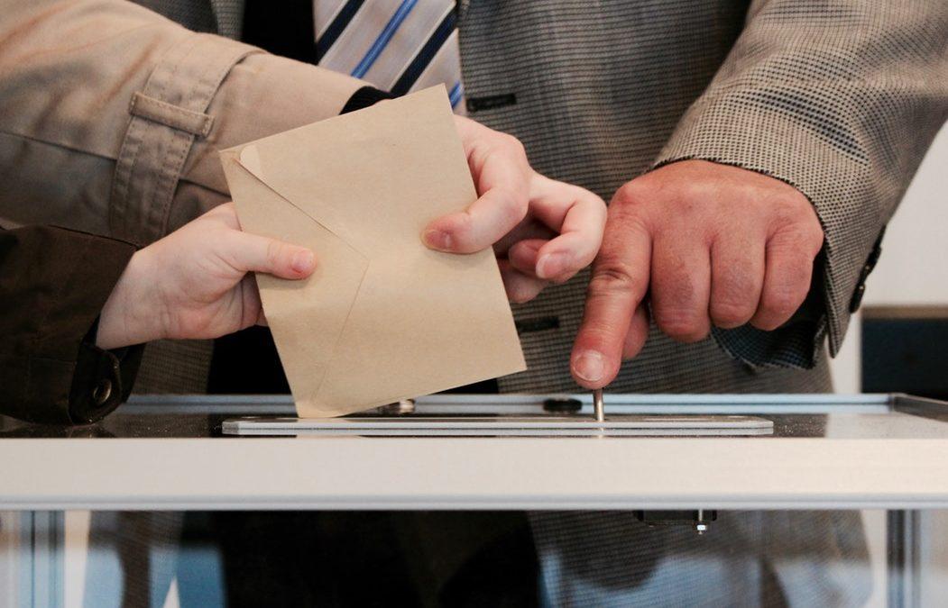 Il caso: una cittadina va alle urne, ma non vota per le comunali. Il commento di Fedre